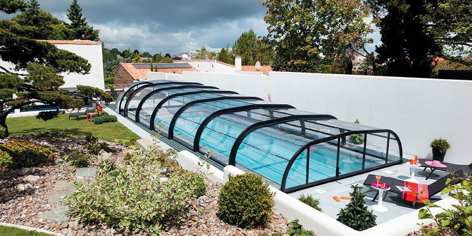 Abri de piscine Elliptik mi-haut © MJA - Abri de Piscine Gustave Rideau